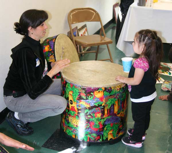 Talking with the drum together