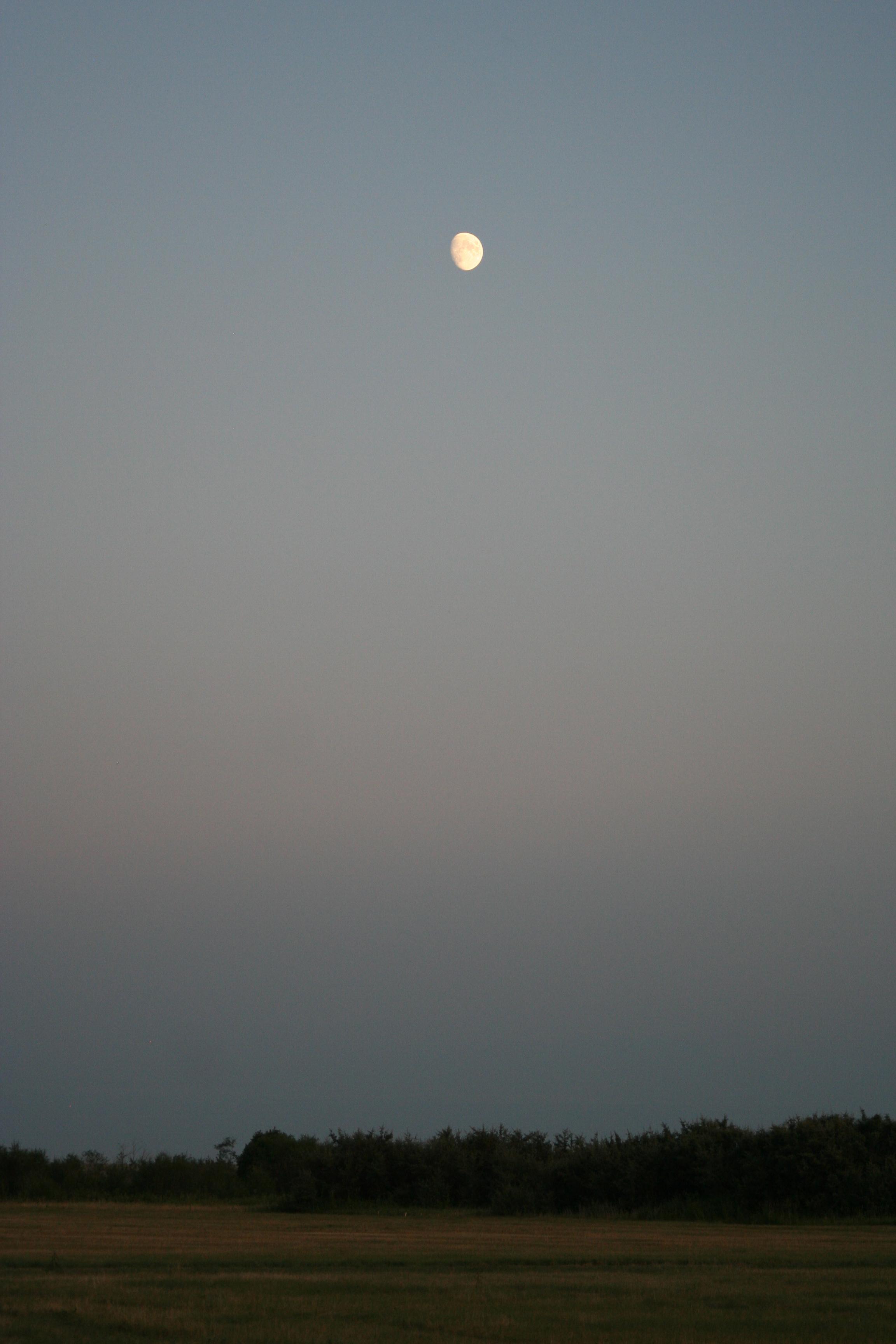 Moonrise Over Siksika (2)